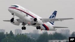 在印尼首都雅加達失去聯繫的俄羅斯客機的同類型檔案圖片