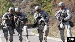 Американский военный патруль в Косово.