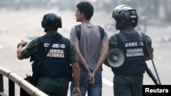 Cientos de estudiantes han sido detenidos durante las manifestaciones en las que al menos han muerto 39 personas.