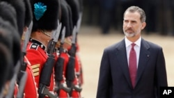 Spain's King Felipe inspects a guard of honor during a ceremonial welcome in London, July 12, 2017. The King and Queen of Spain are on a three day state visit to Britain.