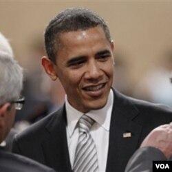 Presiden Obama berbicara dengan mitranya sesama anggota NATO di Lisabon, 20 November 2010.
