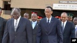 肯尼亚、卢旺达、布隆迪和桑给巴尔的总统2009年7月29日抵达在内罗毕举行的第二届东非投资会议