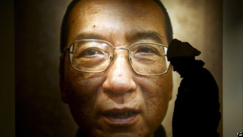 诺贝尔和平奖得主、中国知名异议作家刘晓波画像。