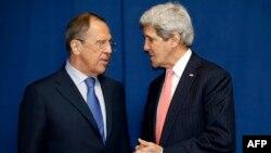 Sergei Lavrov (izquierda) y el secretario de Estado, John Kerry, se han reunido nuevamente para discutir la crisis en Ucrania.