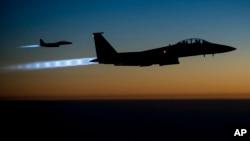 Kể từ tháng 8 năm 2014, đã có hơn 5.900 vụ không kích của liên minh do Hoa Kỳ lãnh đạo nhắm vào Nhà nước Hồi giáo ở Iraq và Syria, đánh trúng hơn 8.700 mục tiêu.