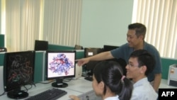 Giáo sư Trương Nguyện Thành chụp tại Viện Khoa Học-Công Nghệ-Thông Tin ở Sài Gòn