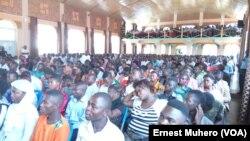 Les jeunes étaient venus nombreux écouter le docteur Denis Mukwege.