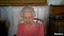 Королева Єлизавета Друга через відеозв'язок розмовляла з представниками британської служби охорони здоров'я, які організовують вакцинацію. 25 лютого 2021 р.