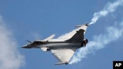 فائل: فرانسیسی رافیل جنگی جہاز