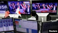 9일 일본 도쿄 외환시장 TV 화면에 도널드 트럼프 미국 대통령 당선인의 연설이 보도되고 있다.