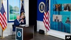 拜登总统在白宫大院的南礼堂对联大会议间歇举行的新冠疫情视频峰会发表讲话。(2021年9月22日)