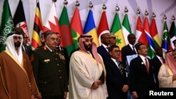 Saudi Crown Prince Mohammed bin Salman (C) poses for a photograph with chiefs of staff of a Saudi-led Islamic military counter terrorism coalition during their meeting in Riyadh, Nov. 26, 2017.
