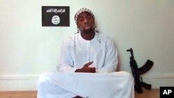 Amedy Coulibaly, đã bị giết bởi cảnh sát sau khi bắt con tin tại một siêu thị người Do Thái ở Paris, xuất hiện trong một đoạn video đăng tải trên mạng của các chiến binh hai ngày sau đó, vào ngày 11 tháng 1 năm 2015.