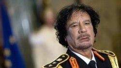 لیبیایی ها برای دیدن جسد قذافی صف می کشند