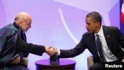 El presidente Barack Obama se reunió con Hamid Karzai en la cumbre de la OTAN en mayo de 2012 en Chicago.