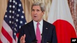 존 케리 미국 국무장관이 7일 국무부에서 미-일 외무장관 회담을 가진 뒤 기자회견에서 발언하고 있다.