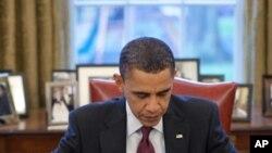 مسٹر اوباما ممکنہ طور پر پیر کو وفاقی الیکشن کمیشن میں کاغذات پیش کریں گے۔ (فائل فوٹو)