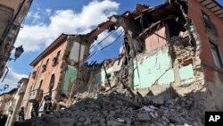 شدت این زلزله ۶.۲ ریکتر تعیین شده است