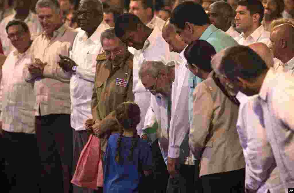کیوبا میں یک جماعتی نظام ہے اور فیدل کاسترو ایک طویل عرصے تک اس جماعت کے سربراہ بھی رہے۔