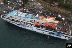 ເຮື່ອກ່ຳປັ່ນ ຂອງເທີກີ Mavi Marmara ເຂົ້າຮ່ວມການເດີນເຮືອ ໃນຫົວຂໍ້ 'Freedom Flotilla' ທີ່ມຸ້ງໜ້າໄປຍັງເຂດ Gaza Strip, ວັນທີ 28 ພຶດສະພາ 2010.