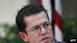 Bộ trưởng Guttenberg công nhận có sai lầm trong luận án của ông nhưng nói ông không cố tình gian lận