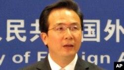 ທ່ານ Hong Lei, ໂຄສົກປະຈໍາກະຊວງການຕ່າງປະເທດຈີນ. ວັນທີ 27 ກຸມພາ 2012.