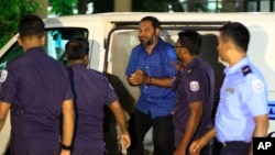 Sheikh Imran Abdulla, leader of the Islamic conservative Adhaalath Party, or Justice Party, is escorted to court in Male, Maldives, May 2, 2015.