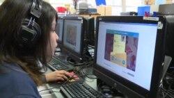 Học sinh Mỹ học môn giáo dục công dân qua trò chơi tương tác