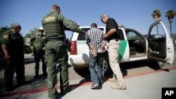 La patrulla fronteriza efectuó los 310.531 arrestos durante el año fiscal que finalizó el 30 de septiembre, 25 por ciento menos que el año anterior.