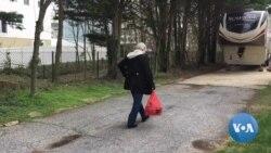 VOA英语视频: 美国社区争相帮助老年人,再现战时团结精神