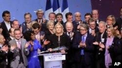 Marin Le Pen okružena zvaničnicima Nacionalnog fronta u Lionu