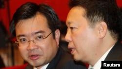 Thứ trưởng Bộ Xây dựng Nguyễn Thanh Nghị (trái), con trai cả của Thủ tướng Nguyễn Tấn Dũng.