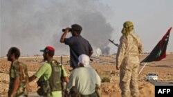 Những người chứng kiến tận mắt cho hay phe trung thành với ông Gadhafi có kho vũ khí và đạn dược dự trữ rất lớn và có thể cầm cự trong một thời gian dài