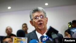 """Henry Ramos Allup, el presidente de la Asamblea Nacional de Venezuela calificó de """"inadmisibles"""" las condiciones del CNE para la recolección del 20% de las firmas para el proceso de referendo."""