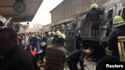 Lokomotifin bariyere çarpması sonucu Ramses Tren İstasyonu'nda yangın çıktı