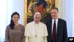 Pope Francis, Burke û Ovejero