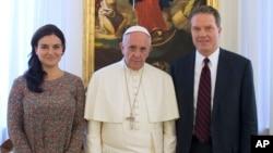 Los nuevos portavoces del Vaticano reemplazan a monseñor Federico Lombardi, quien desempeñó el cargo por una década.