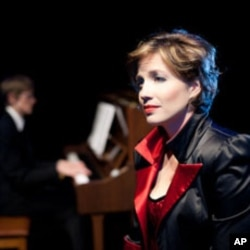 Lindsay Sutherland Boal trained in opera, but switched gears to become a cabaret singer.