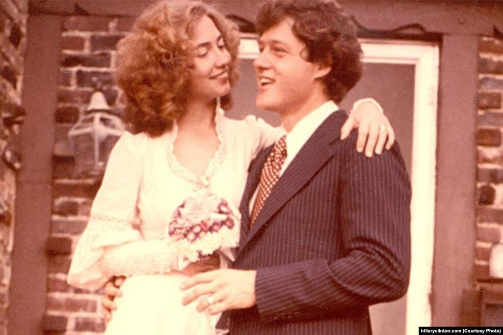 希拉里和比尔·克林顿在1975年结婚