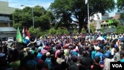 Unjuk rasa pengemudi becak motor di Yogyakarta, Kamis 22 Februari 2018 (Foto: VOA/Nurhadi)