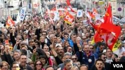 Las protestas también se realizaron en la sureña ciudad francesa de Marsella, en oposición a la reforma propuesta por el gobierno del presidente Sarkozy.