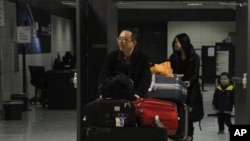 1月11号,中国自由作家余杰和家人抵达美国杜勒斯国际机场