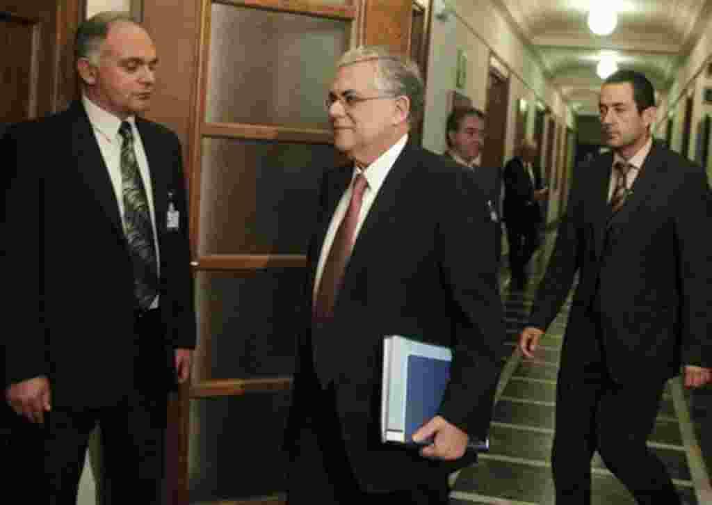 Grecia realizará elecciones en abril de 2012 para remplazar al gobierno interino del primer ministro Lucas Papademos.