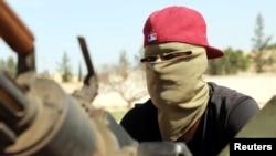 Un combattant dans un véhicule militaire à la périphérie de Tripoli, en Libye, le 10 avril 2019.