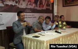 Pengamat politik Boni Hargens, yang juga direktur Lembaga Pemilih Indonesia (LPI) berbicara dalam diskusi perda injili dan syariah di Jakarta, Sabtu, 24 November 2018. (Foto: Rio Tuasikal/VOA)