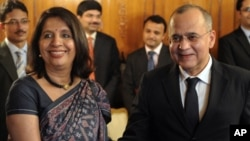 Pakistani Foreign Secretary Salman Bashir, right, shakes hands with Indian counterpart Nirupama Rao, left, prior to their talks at the Pakistan Foreign Ministry in Islamabad, Friday, June 24, 2011