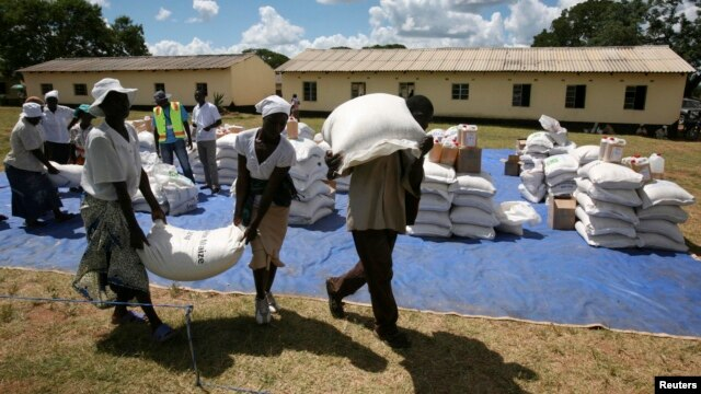 Zimbabwean villagers collect their monthly rations of food aid from Rutaura Primary School in the Rushinga district of Mt Darwin, about 254km north of Harare, Zimbabwe, March 7, 2013.