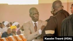 Reprise du procès d'Amadou Haya Sanogo devant la cour d'assises de Sikasso, dans le sud du Mali, le 1er décembre 2016. (VOA/Kassim Traoré)