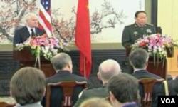Ministar odbrane SAD Robert Gates i kineski ministar odbrane Laing Guanglie na press konferenciji u Pekingu