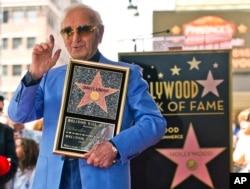 در سال ۲۰۱۷، شارل آزناوور صاحب ستاره ای در تالار مشاهیر هالیوود شد